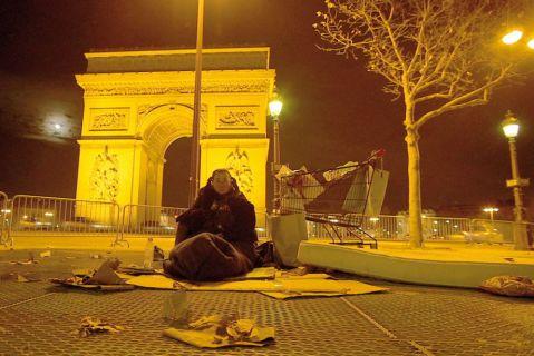 Jina SDF à Paris dans le film Au bord du monde